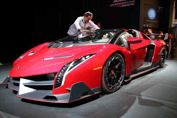 veneno2 Why Does The Lamborghini Veneno Roadster Cost So Much?